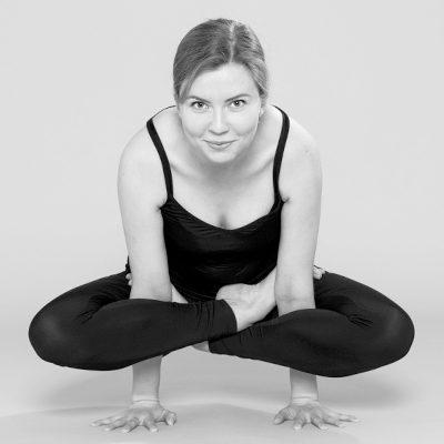 Йога для начинающих на Ленинском проспекте в мини-группе с сертифицированным инструктором